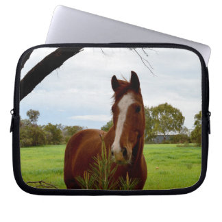 Horse_Sniff_10_inch_Laptop_Sleeve ラップトップスリーブ