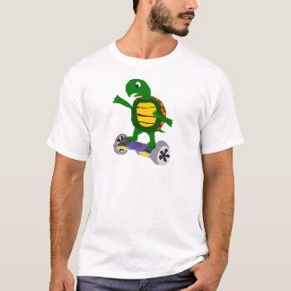 Hoverboardのオリジナルの芸術のおもしろいなカメ Tシャツ