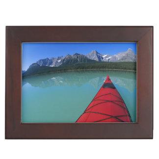 Howseのピークの下のwaterfowl湖でカヤックを漕ぐこと ジュエリーボックス