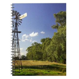 Humeのハイウェー、ビクトリア、オーストラリアの近くの風車 ノートブック