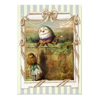 Humpty Dumptyおよびアリス青および白のストライブ柄 12.7 X 17.8 インビテーションカード