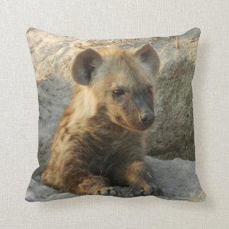 Hyaenaの子犬の枕 クッション