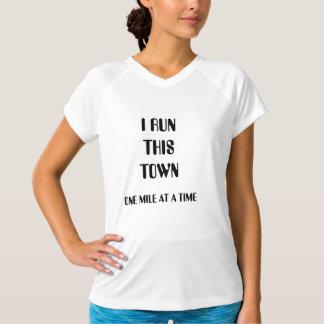 Iこの町レディースランナーのワイシャツを走って下さい Tシャツ