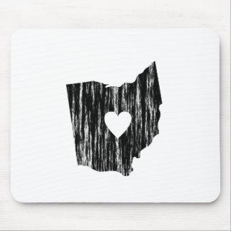 Iハートのオハイオ州のグランジで擦り切れたな輪郭の州愛 マウスパッド