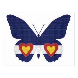 Iハートのコロラド州の旗の蝶プロダクト ポストカード