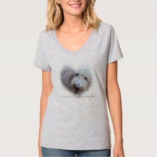 IハートのGoldendoodlesの女性v首のTシャツ Tシャツ