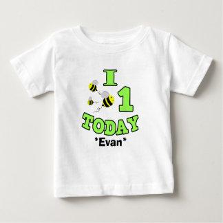 I蜂1枚の今日最初誕生日の男の子の乳児のワイシャツ ベビーTシャツ
