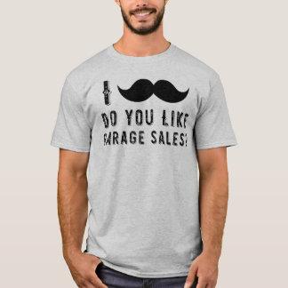 I髭は(頼まなければなりません)好みますガレージセールのティーをします Tシャツ