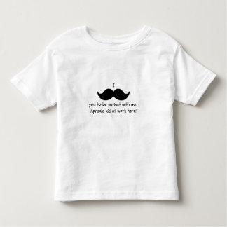 I髭忍耐強い… 失行症の幼児 トドラーTシャツ