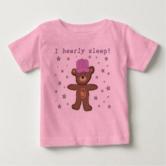 I Bearlyの睡眠(ピンク) ベビーTシャツ