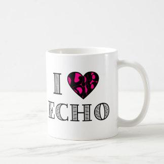 I LubDubのエコーのショッキングピンク コーヒーマグカップ
