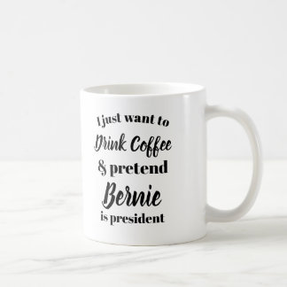 I want to drink coffee pretend Bernie is President コーヒーマグカップ