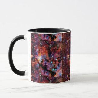 IC 4628の車海老の星雲-カラフルな宇宙の写真 マグカップ
