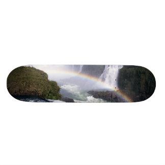 Iguassuの滝、Paranaの国家、ブラジル。 空中写真 スケボーデッキ