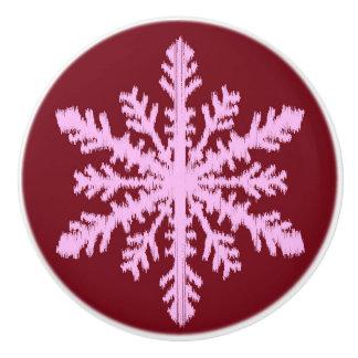 Ikatの雪片-バーガンディのワインおよびピンク セラミックノブ