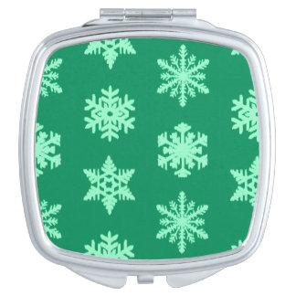 Ikatの雪片-マツおよびミントの緑