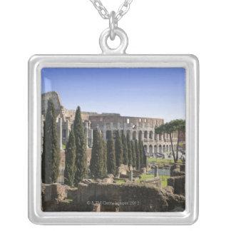 Il PalatinoからのローマのColosseumの台なし、 シルバープレートネックレス