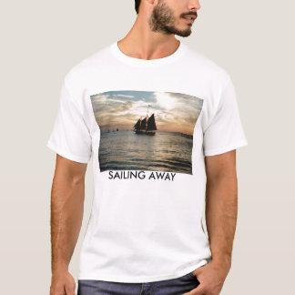 IMG0の遠くにな航海 Tシャツ