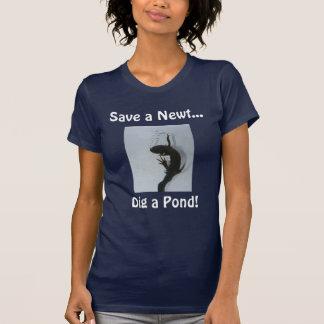 IMG_7566は、Newtを…、掘ります池を救います! Tシャツ