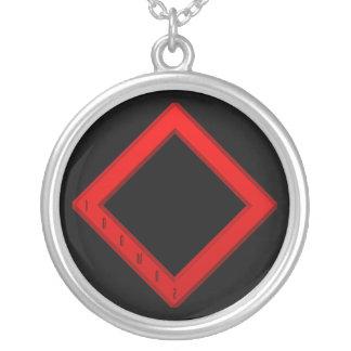 IngwazのRuneの赤 シルバープレートネックレス