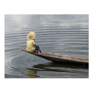 Inle湖のボートの女の子 ポストカード