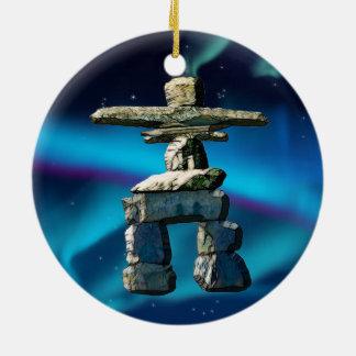 Inukshukのネイティブアメリカンの精神の石 セラミックオーナメント