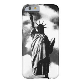 iPhone6ケース黒く及び白い自由の女神 Barely There iPhone 6 ケース
