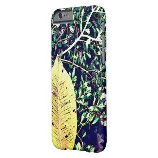 iPhone 5/5S、やっとそこに、葉のプリント Barely There iPhone 6 ケース
