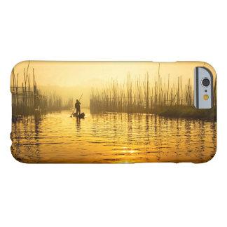 iPhone 6/6sの場合のための日の出のプリントの漁師 Barely There iPhone 6 ケース