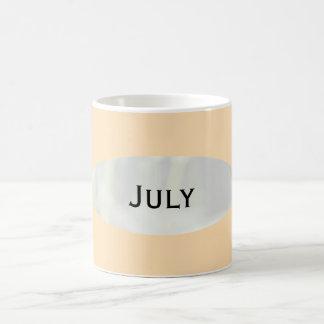 Janz著7月のモモのパフのコーヒー・マグ コーヒーマグカップ