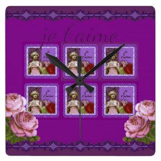 Je T'aimeの紫色のロマンチックな女の子のヴィンテージのコラージュ スクエア壁時計