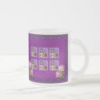Je T'aimeの紫色のロマンチックな女の子のヴィンテージのコラージュ フロストグラスマグカップ