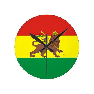 Judahのライオンが付いている古いエチオピアの旗 ラウンド壁時計