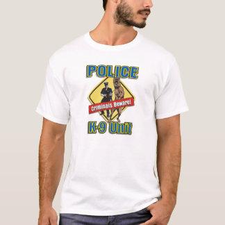 K9犯罪者は用心します Tシャツ