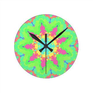 Kaleidescope鮮やかでガーリーなパステル調のマンデラの形 ラウンド壁時計
