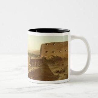 Karnakの寺院の戦い ツートーンマグカップ