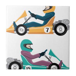 Kartingは車運転者が付いているカートの競争行きます タイル
