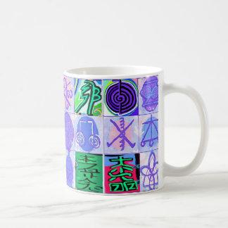 KARUNAの霊気の記号: 芸術的なレンダリング コーヒーマグカップ