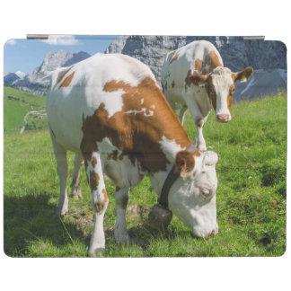 Karwendel山2の高い牧草地の牛 iPad カバー