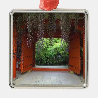 Kasugaの神社、奈良、日本 シルバーカラー正方形オーナメント