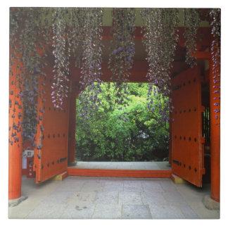 Kasugaの神社、奈良、日本 正方形タイル大