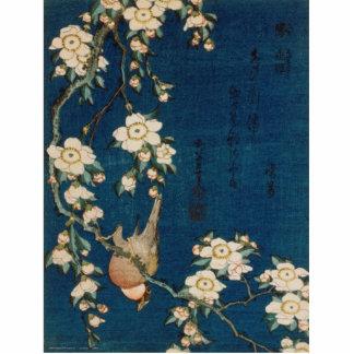 Katsushika Hokusaiの葛飾北斎のGoldfinchおよび桜 写真彫刻(台付き)