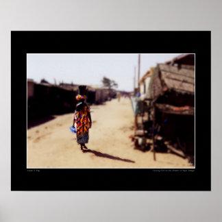 Kayarセネガルの通りの魚を運ぶこと ポスター