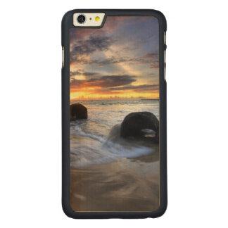 Kedongananのビーチの日没 CarvedメープルiPhone 6 Plus スリムケース