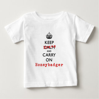 Keep Calm and Carry On勇敢なHoneybadger ベビーTシャツ