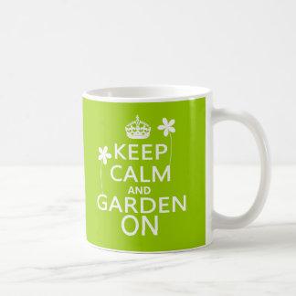 Keep Calm and Garden On コーヒーマグカップ