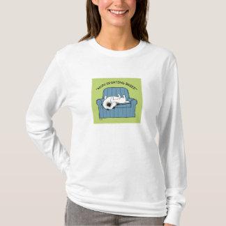 "Keeshond ""非スポーツのな品種"" tシャツ"