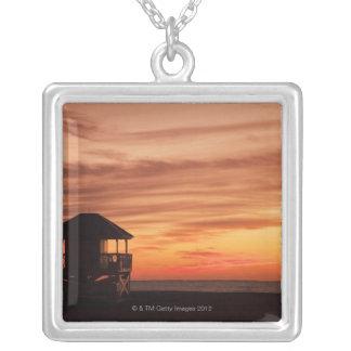 Key BiscayneのCrandonのビーチ上の日の出 シルバープレートネックレス