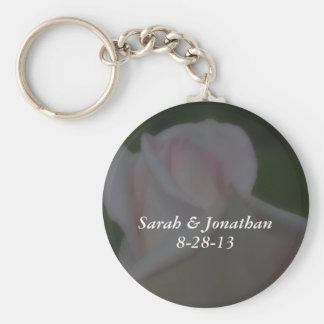 Keychainを結婚する夢みるようなピンクのバラの花 キーホルダー