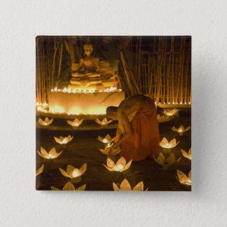 khomのloy蝋燭そしてランタンをのためのつけている修道士 5.1cm 正方形バッジ